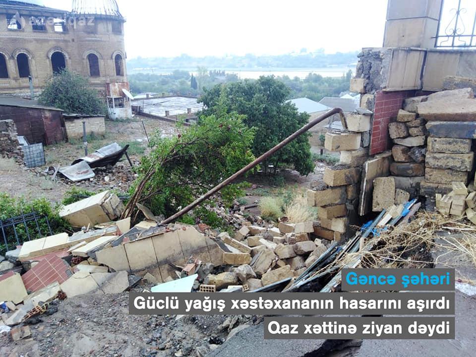 Gəncədə xəstəxananın hasarı uçdu, qaz xətti yararsız hala düşdü