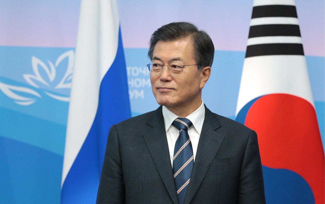 Cənubi Koreya prezidentinə ayaqqabı atıldı