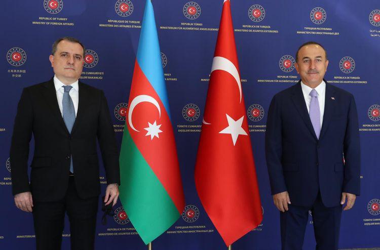 Azərbaycan və Türkiyə XİN başçıları təkbətək görüşüb
