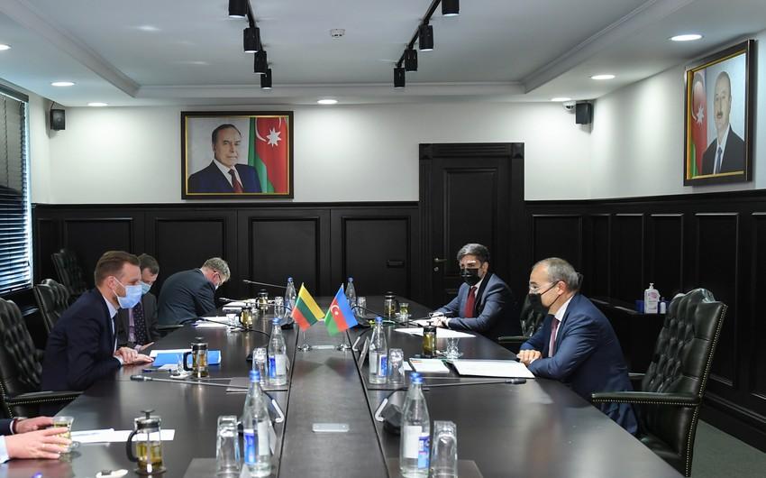 Mikayıl Cabbarov Litvanın xarici işlər naziri ilə görüşüb