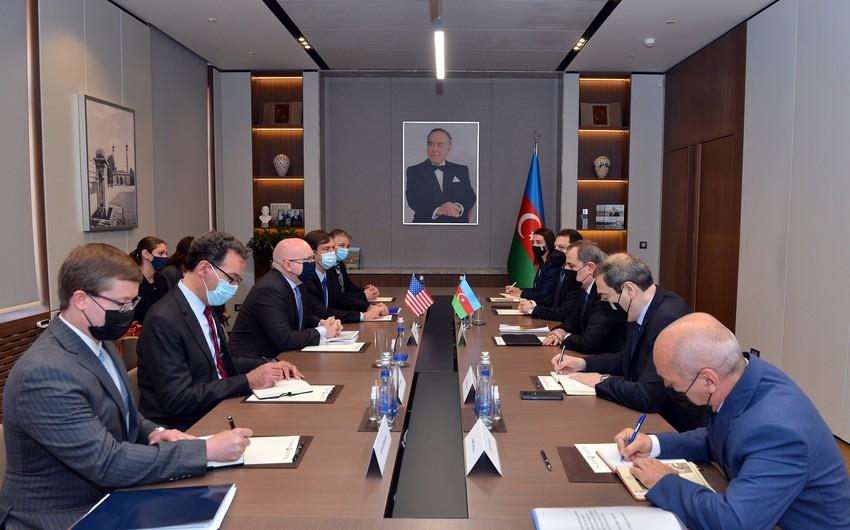 Ceyhun Bayramov ABŞ Dövlət Katibinin köməkçisi ilə görüşdü