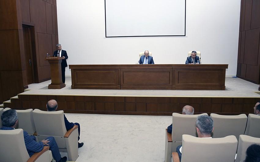 <p><strong>Qara Qarakişiyev YAP Həmkarlar İttifaqı Komitəsinin sədri seçilib</strong></p>